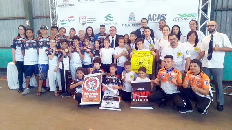 Equipes de artes marciais fazem festa julina em Salto