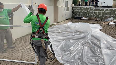Read more about the article Parque Maeda doa 300 m² de filme agrícola para vedação do Hospital de Campanha de Itu