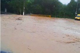 Temporal causa inundação em várias partes de Salto, hoje dia 13