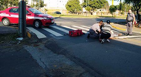 Semana começa com acidentes: motociclista cai na Roque Lazazzera
