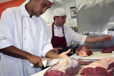 Emprego: PAT de Salto tem 75 vagas hoje, dia 23, incluindo para açougueiro, cozinheiro e doméstica