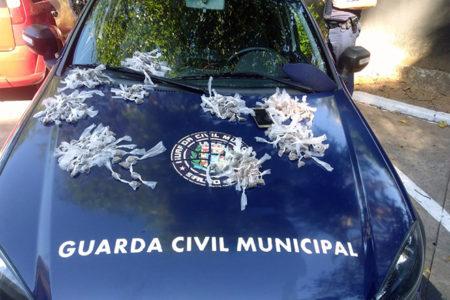 GCM prende 3 e tira 565 porções de drogas das ruas do Marília e Nações