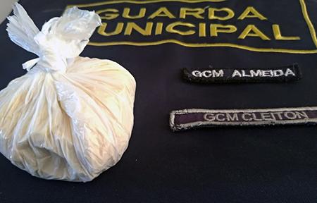 Read more about the article GCM de Salto flagra indivíduo com 140 gramas de cocaína no Santa Cruz