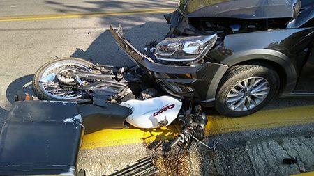 Grave acidente na Roque Lazazera com a Avenida das Bandeiras