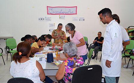Artesanato comunitário usado para tratar depressão, solidão e outros males, na Clínica do São Gabriel, em Salto: você duvida?
