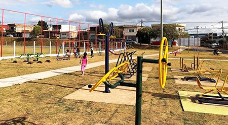 Jardim Marília tem centro esportivo completa: agora é todo mundo cuidar bem!