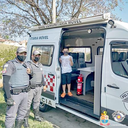 Garoto visita policiais militares em Porto Feliz e realiza sonho