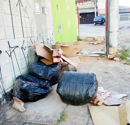 Maus cidadãos abusam do direito de emporcalhar a cidade