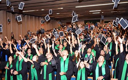 Sabia que a pessoa com Ensino Superior ganha em média R$ 5.522,00?