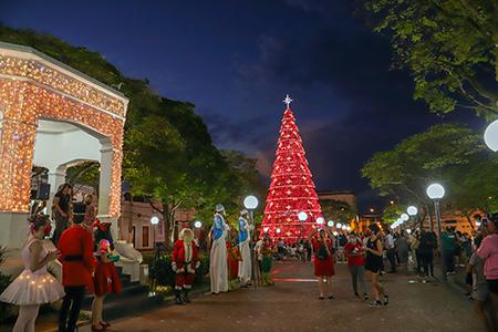 Decoração de Natal foi entregue para população em Itu
