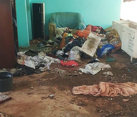Read more about the article Pauta do internauta: moradores da Avenida Brasília sofrem com casa abandonada, tomada por sujeira e cheia de bichos