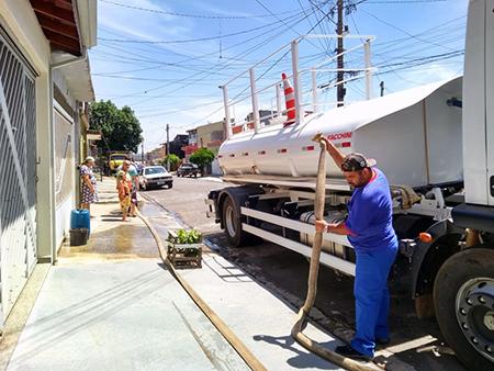 SAAE diz que água continua faltando apenas em alguns pontos da região do Santa Cruz neste domingo, dia 31