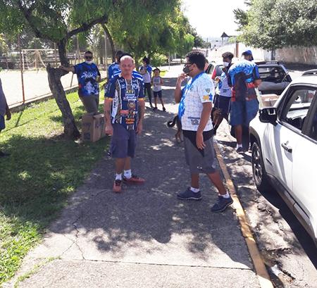 Read more about the article Torcida Máfia Azul dá show de solidariedade na Páscoa em Salto