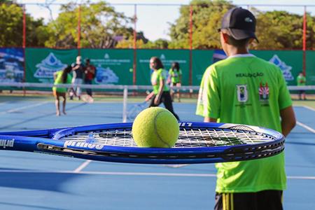 Read more about the article Que tal uma partidinha de tênis no João Luiz Guarda?