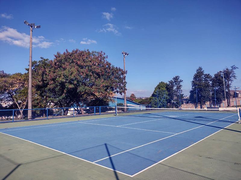 jogar tênis em Salto