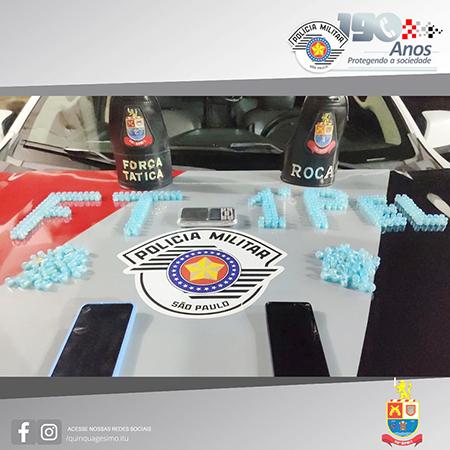 Read more about the article PM de Itu prendem 2 adultos e um menor traficando drogas